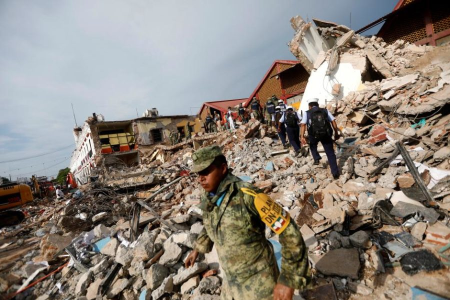 Soldiers work to remove the debris of a house destroyed in an earthquake that struck off the southern coast of Mexico late on Thursday, in Juchitan, Mexico, September 8, 2017. REUTERS/Edgard Garrido