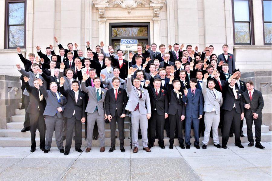 60 Highschoolers and Nazi Salutes?