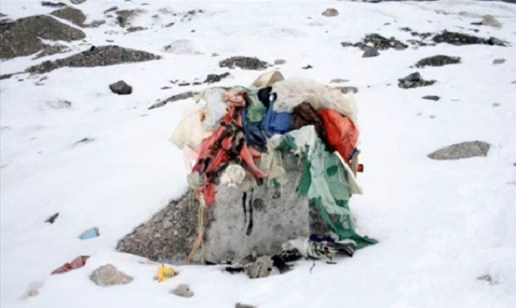 Warming Mount Everest Uncovers Frozen Bodies