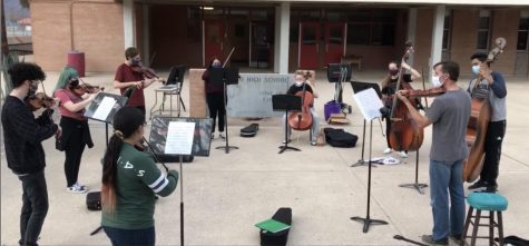 Mr. Marrs and the Sahuaro Orchestra Start Their Outside Rehearsals!