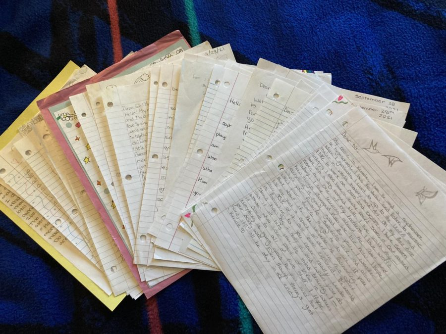 Letters+written+by+Sahuaro+students+to+be+donated+to+local+nursing+homes